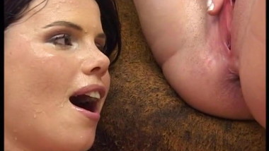 2 sexy kinky lesbians piss drinking watersport 2