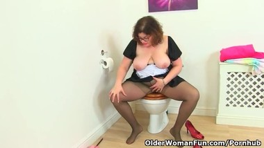 This is the UK milf Vintage Fox bathroom cleaning routine