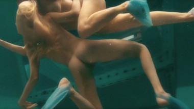 Nude Celebrities - Underwater Scenes