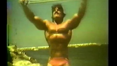Mike Mentzer - Vintage Muscle Pumping And Posing On Beach - No Sex