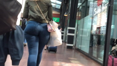 Pawg booty to satisfy your jeans fetish